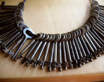 sale - vintage keys - 16 vintage skeleton keys - wedding favor - bulk - real old iron keys - low price (W-2m)