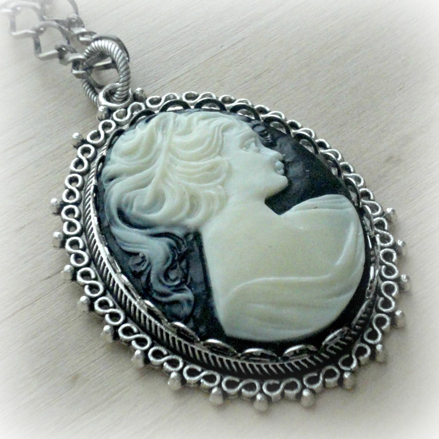 cameo necklace vintage style cameo pendant necklace