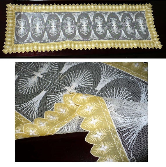 Table  Whitework table etsy  Motif  Vintage Embroidered Runners, Pineapple 14x41, runners vintage