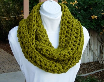 INFINITY SCARF Loop Cowl Lemongrass Solid Apple Green Bulky Wool Blend, Crochet Knit Winter Circle Wrap Neck Warmer..Ready to Ship in 2 Days