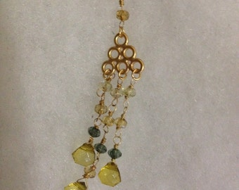 Vintage new in box gold ornate necklace with diamond earring