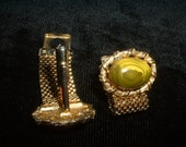 Retro Vintage Gold Mesh Metal LOOP Cufflink with Chartreuse Greens Marblized Cabochon Chain Metal Mesk Loop On Stunning