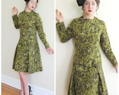 Vintage 1960s Green Cocktail Dress in a Taffeta Print / 60s Long Sleeved Dress In Swirl Print / Largess with Scarf / Medium