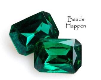 VINTAGE 18x13mm Emerald Green Octagon Glass Jewels Stones Rhinestones from Czechoslovakia, 18x13 Octagons, Quantity 2