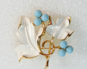 Sarah Coventry PLACID BEAUTY 1967 Brooch