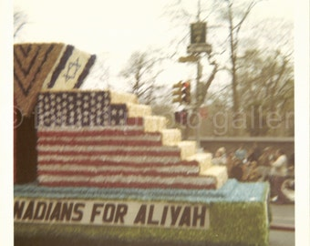 Vintage, Israeli Day Parade, Color Photo, Snapshot, New York City, Israeli-American Float, Aliyah, Manhattan, 5th Avenue    AUGUSTINE0755