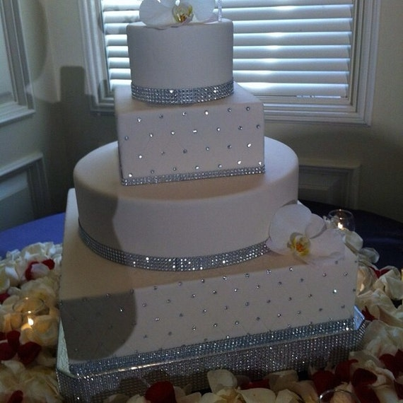 white wedding cake with gold bling bling wedding cake stand square dazzling diamonds 27410