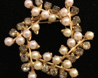 Pearl and Rhinestone Gold Tone Circle Wreath Brooch Pin