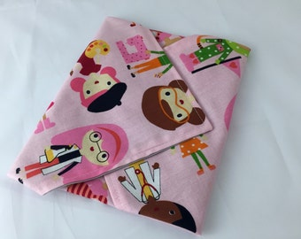 Reusable Sandwich Bag Wrap - Girlfriends at Work in Garden Pink