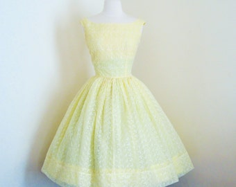 Frothy Limoncello Sorbetto... vintage 1950's embroidered bow and leaves pin up dress