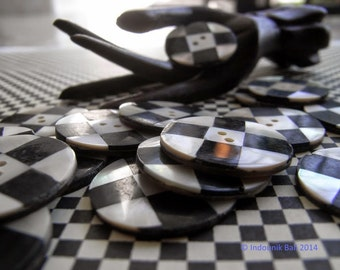 Bali Black and White Checkered Round Shell Buttons 20mm 6pcs