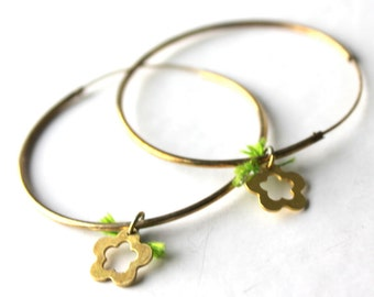 hudge flower hoop earrings