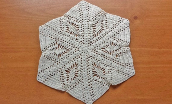 Vintage Crocheted Doily, Handmade Star Pattern Ruffle Coaster Doily, Vintage Table Doily, 8.5 inch Doily