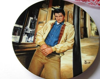 Vintage 'Elvis Presley Enterprises 'King of Creole' pocelain collector plate!