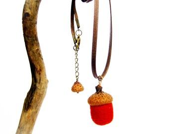 Brick Red Wool felt acorn pendant Gift for her Needle felted acorns Autumn jewelry Autumn accessory Woodland jewelery