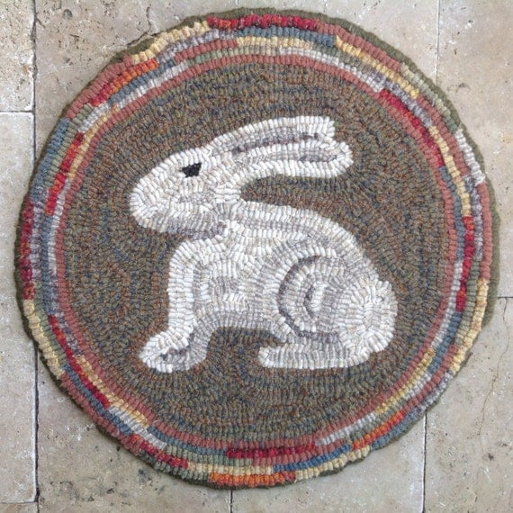 "Rug Hooking PATTERN, Woodland Bunny Chair Pad or Table Mat, 14"" Round, J762, Primitive Rug Hooking DIY, Wide Cut Rug Hooking"