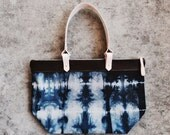 The Malie tote, navy/blue/gray colorway