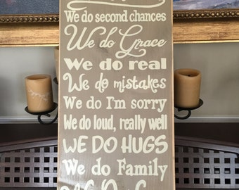 In This House WE DO LOVE Typography Sign Plaque Wall Home Decor Family Motto Mission Statement