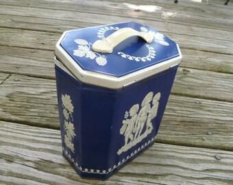 Vintage biscuit tin, Huntley and Palmer