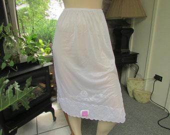 Vintage Lady Jackmin White Nylon and Lace Half Slip, Vintage Lingerie, Vintage Slip, Vintage Lace, White Half Slip, Knee Length Slip, NOS