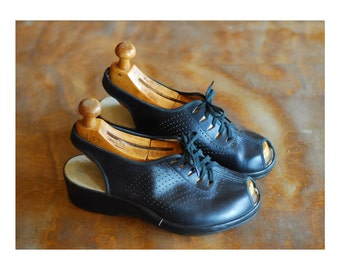vintage 1940s shoes / 40s black peep toe wedge oxfords / size 6