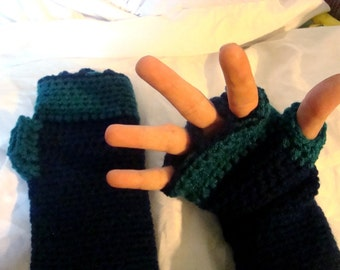 Fingerless gloves easy care Crocheted gauntlets Navy blue teal Musicians gloves CG08