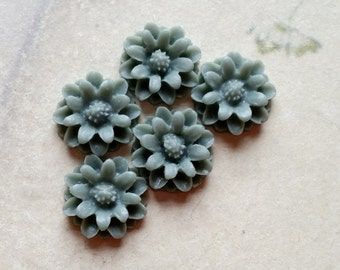 12 mm Deep Grey Little Daisy Chrysanthemum Resin Flower Cabochons  (.tu)
