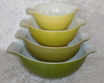 Pyrex Cinderella Verde Nested Mixing Bowls