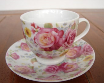 vintage pink roses ceramic china,espresso coffee cups & saucers, 4 person set. vintage shabby roses.