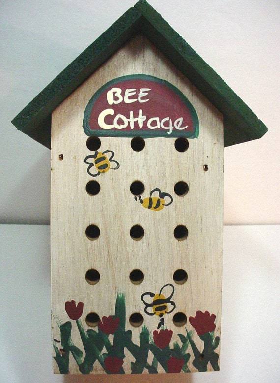 Wooden bee cottage country home decor for Bee decorations for the home