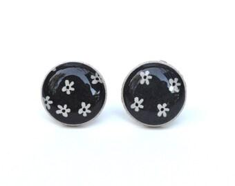 Black and white flower stud earrings. mom Black post earrings. Black floral earrings. Eco friendly jewelry. Wood earrings. Hypoallergenic