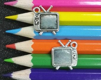 10 PCS - Retro Television TV Silver Charm Pendant C1055