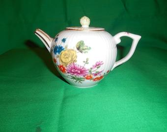 One (1) Franklin Mint, Victoria & Albert Museum, Furstenberg, Mini-Teapot.