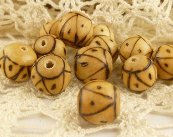 10mm Carved Wooden Round Beads (6)