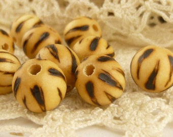 9mm Carved Wooden Round Beads (6)