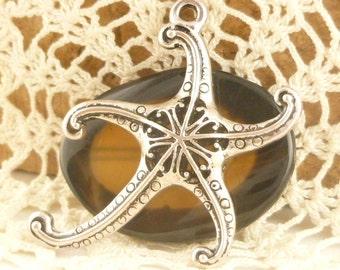 Life-like Filigree Hollow Starfish Pendant (1)