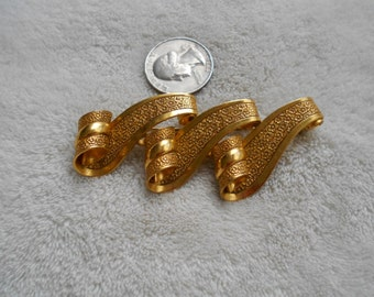 Vintage Pin-Goldtoned Waves-P4029