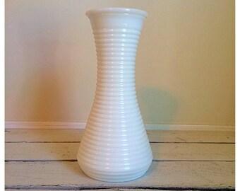 SALE Vintage striped milk glass bud vase / Vintage wedding / striped milk glass vase / cottage decor / vintage decor / wedding decor
