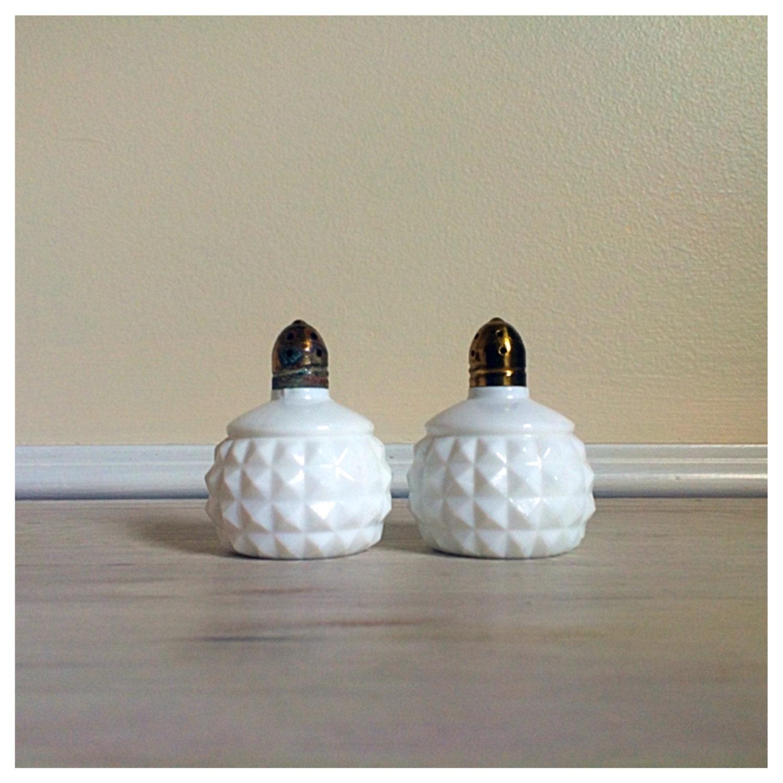 vintage white milk glass salt and pepper shakers vintage. Black Bedroom Furniture Sets. Home Design Ideas