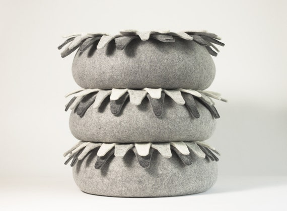 Cat bed/cat house/cat cave/ edelweiss felted cat bed
