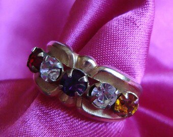 Sparkling Vintage Ring with Multi-Colored Stones