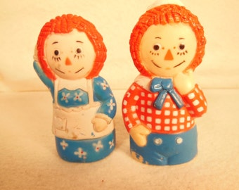 Vintage--1972-Raggedy Ann and Raggedy Andy--Finger Puppets-KNickerbocker--Rubber