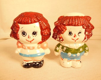 Vintage--1950s-Raggedy Ann and Raggedy Andy Salt and Pepper set--Potery