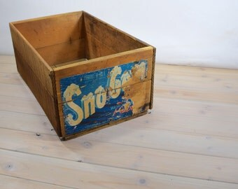 Vintage Wood Box, Wood Box, Fruit Box,  Washington State Ceder Wall Sales, Sno