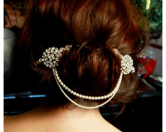 Beautiful vintage Hollywood glamour combine in this bridal hair comb, hand made from the best quality Swarovski pearls and crystals.