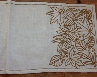Nice leaves embroidered  tablerunner in white linen from Sweden