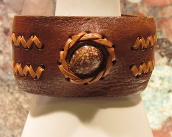 Leather and Cowrie Shell cuff Bracelet Hippie Boho Surfer Ajustable