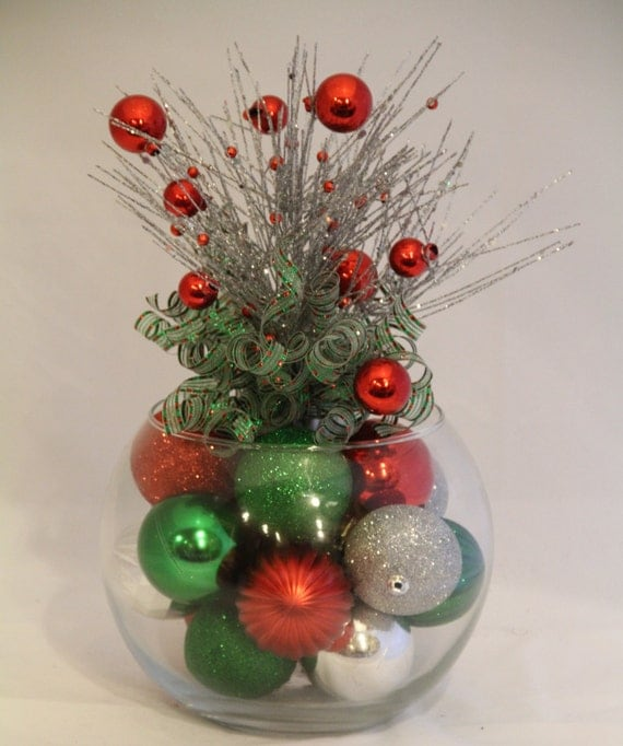 Christmas centerpiece red green and silver holiday decor - Centros florales navidenos ...