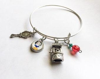 Snow White inspired bangle, Snow White, Snow White jewelry, Disney inspired, disney jewelry, Snow White bangle, Snow White inspired