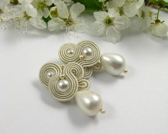 Ivory white pearl dangle soutache earrings hochzeit ohrringe, boucles d'oreilles mariage, pendientes de boda. bridal earrigns wedding earing
